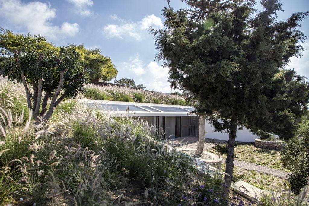 Prekrasna ljetna kuća djelomično ukopana u teren