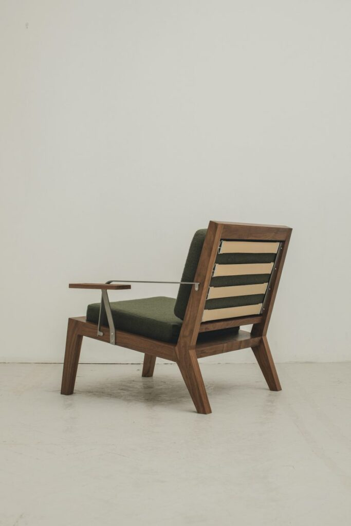 Lounge stolica by Instrmnt Applied Design